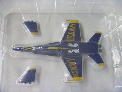 画像3: アルジャーノンプロダクト(カフェレオ) 1/144戦闘機 Jウイング Jwings4 51(B)16.F/A-18E BLUE ANGELS No.7 ブルーエンジェル シークレット